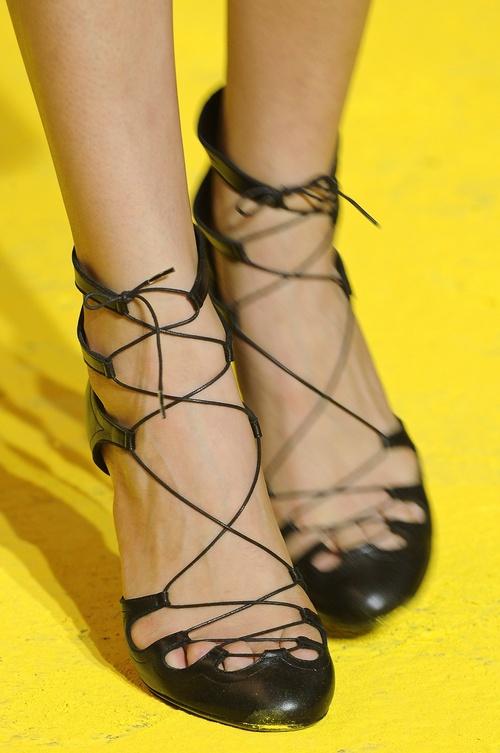 40e832c8 Moda na sznurowane sandały - Blog Butyk.pl