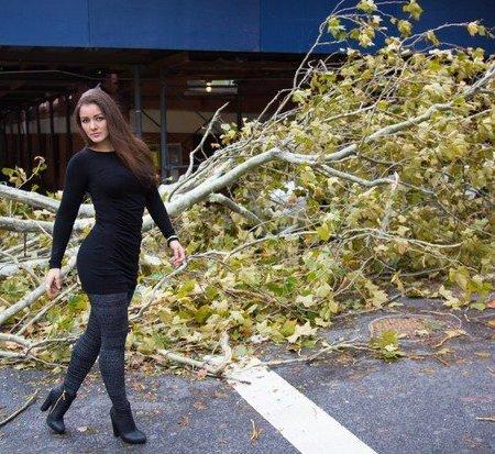 7fd3284081211 Jakaś idiotka pozuje na tle zniszczeń po Sandy